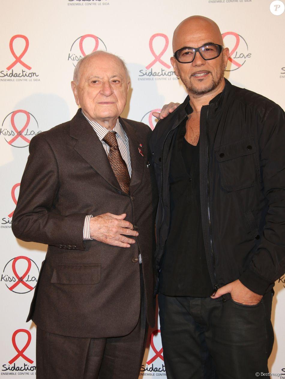 Pierre Bergé et Pascal Obispo lors du photocall du lancement de l'album des 20 ans de Sidaction à l'Elysée Biarritz, à Paris le 22 octobre 2014.