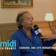 Gonzague Saint Bris dans l'émission  Midi en France  dédiée à Cabourg (ici dans la chambre de Marcel Proust au  Grand Hôtel ), enregistrée le 5 juillet 2017, un mois avant sa mort dans un accident de voiture, et diffusée sur France 3 le 8 septembre 2017.