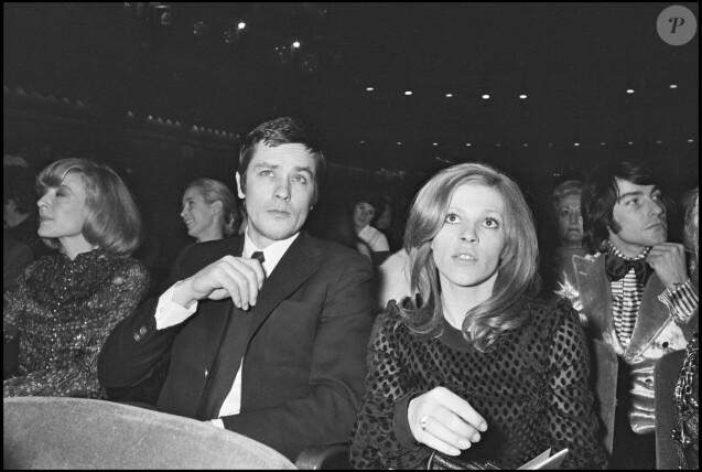 Alain Delon et la chanteuse Nicoletta à un concert de Salvatore Adamo en 1972