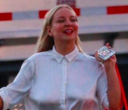 Sia : Radieuse à visage découvert pour faire la fête avec Kate Hudson rasée