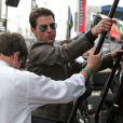 Tom Cruise et son fils Connor assistent au Daytona 500 depuis les stands... La classe !
