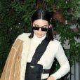 Kendall Jenner à la sortie du défilé Versace à la Triennale de Milan lors de la Fashion Week de Milan le 22 septembre 2017. Donatella Versace y a rendu un hommage puissant et inspiré à son défunt frère Gianni.
