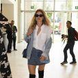 Doutzen Kroes arrivant au défilé Versace à la Triennale de Milan lors de la Fashion Week de Milan le 22 septembre 2017. Donatella Versace y a rendu un hommage puissant et inspiré à son défunt frère Gianni.