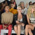La princesse Charlene de Monaco, au coté de Lewis Hamilton, a assisté le 22 septembre 2017 au défilé de la collection printemps-été 2018 de Versace lors de la Fashion Week à Milan. Une présentation dédiée à la mémoire de Gianni Versace et marquée par la participation de Carla Bruni, Claudia Schiffer, Naomi Campbell, Cindy Crawford et Helena Christensen.