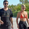 Scott Disick et Sofia Richie arrivent à la plage à Miami le 23 septembre 2017.