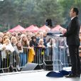 """Benoît Hamon, qui vient de quitter le PS après 30 ans, en meeting pour le lancement de son """"Mouvement du 1er juillet"""" sur la pelouse de Reuilly à Paris, le 1er juillet 2017. © Lionel Urman/Bestimage"""