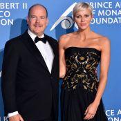 Albert de Monaco moustachu et complice avec Charlene pour un gala exceptionnel