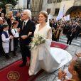 Danica Marinkovic, dans une robe Roksanda Ilincic, conduite à l'autel par son père Milan Marinkovic lors de son mariage à Belgrade, le 7 octobre 2017, avec le prince Philip de Serbie, fils du prince héritier Alexander de Serbie et de la princesse Maria da Gloria d'Orléans-Bragance.