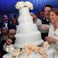 Philip et Danica coupant leur gateau de mariage, réalisé par Sladjana Todorovic. Photo du mariage à Belgrade, le 7 octobre 2017, du prince Philip de Serbie, fils du prince héritier Alexander de Serbie et de la princesse Maria da Gloria d'Orléans-Bragance, et de Danica Marinkovic.