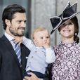 Le prince Carl Philip de Suède et la princesse Sofia, enceinte du prince Gabriel, avec leur fils le prince Alexander lors d'une messe à l'occasion du 40e anniversaire de la princesse Victoria de Suède au palais royal de Stockholm en Suède, le 14 juillet 2017.