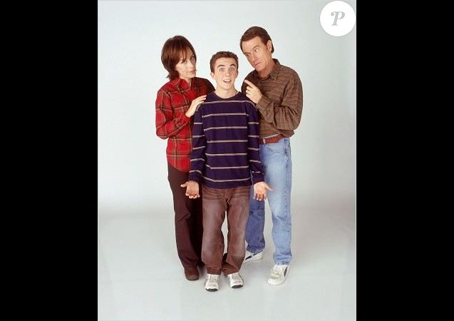 Frankie Muniz entre ses parents de fiction, Jane Kaczmarek et Bryan Cranston, dans la série Malcolm, 2000-2006.