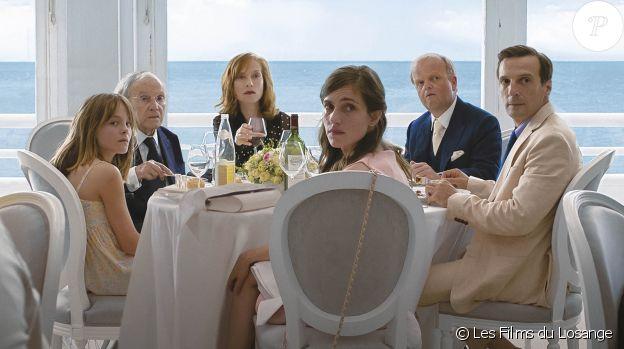 Fantine Harduin, Isabelle Huppert, Jean-Louis Trintignant, Laura Verlinden et Mathieu Kassovitz dans Happy End de Michael Haneke, en salles depuis le 4 octobre 2017.