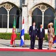 """Le roi Willem-Alexander et la reine Maxima des Pays-Bas lors d'une visite d'état officielle à Lisbonne au Portugal, cérémonie de bienvenue avec le président portugais Marcelo Rebelo de Sousa et visite du monastère """"dos Jerónimos"""" à Lisbonne le 10 octobre 2017.10/10/2017 - Lisbonne"""