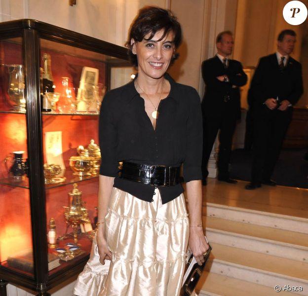Inès de la Fressange fait une démo de French Cancan au défilé Etam ! 05/02/09