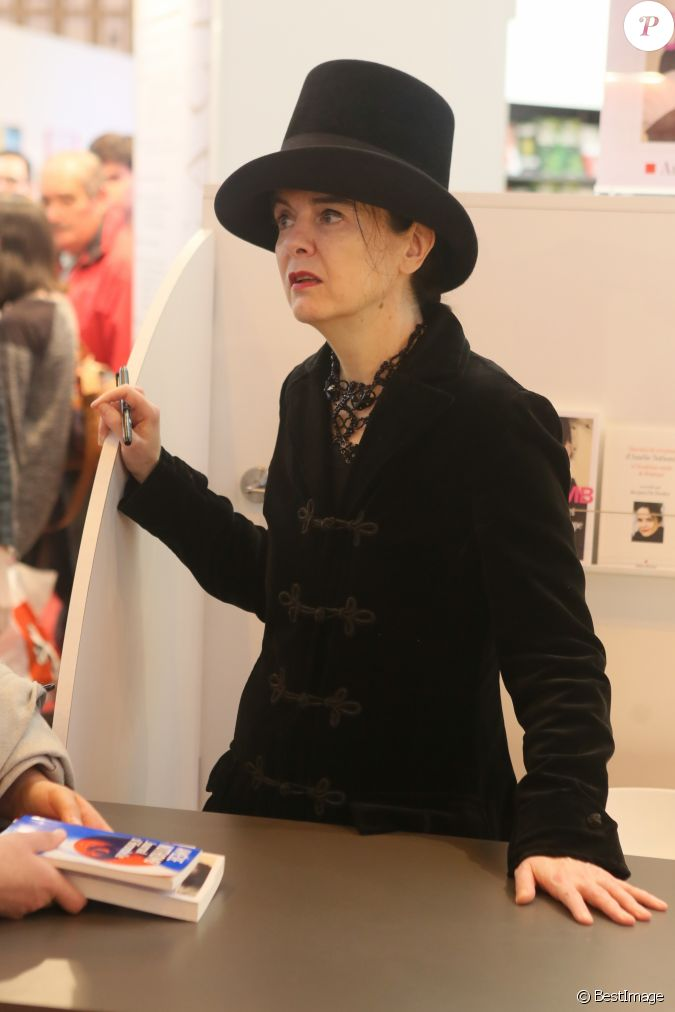 Am lie nothomb au 37e salon du livre la porte de for Porte de versailles salon esthetique
