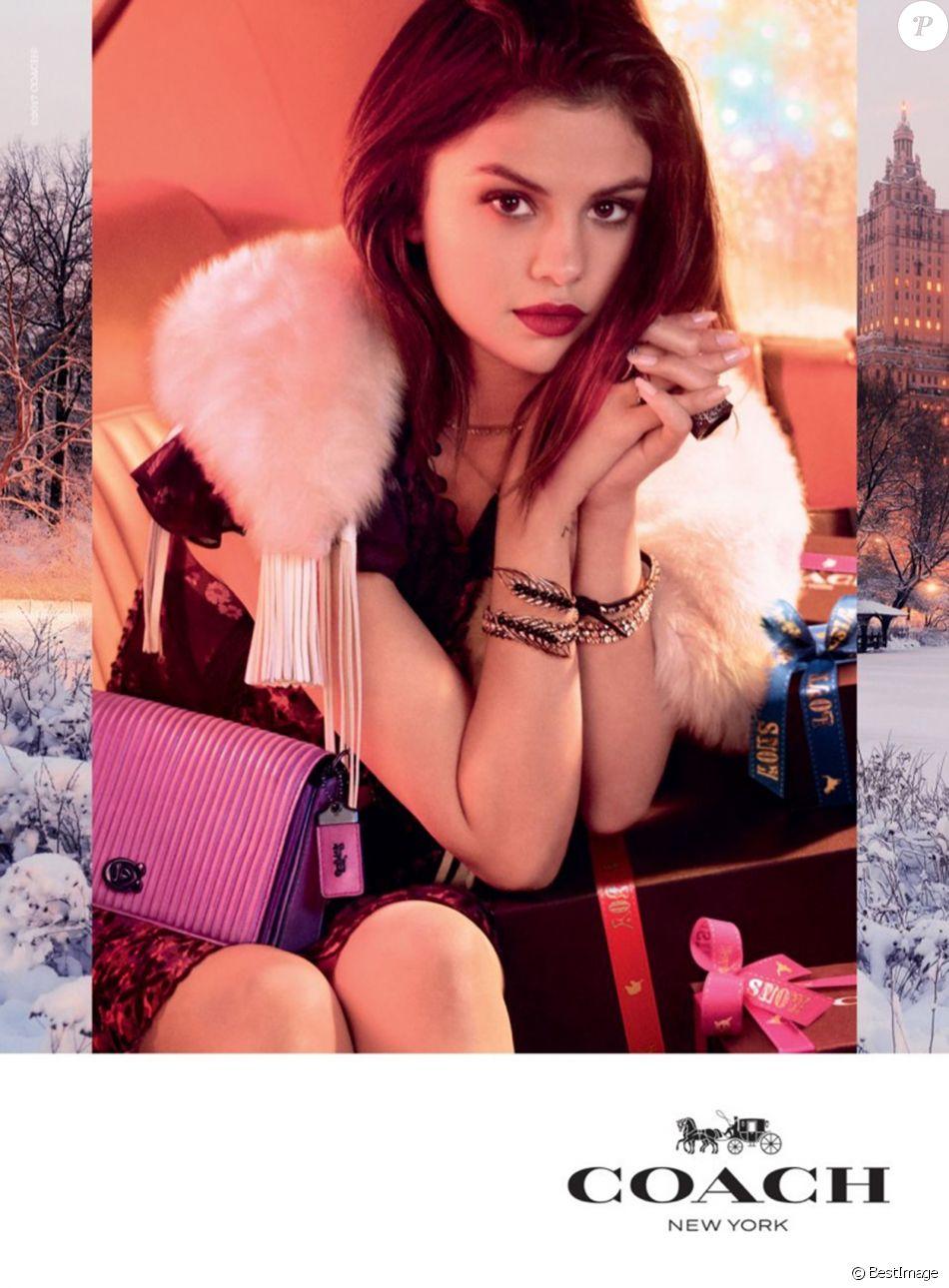 Selena Gomez figure sur la nouvelle campagne publicitaire des fêtes de Coach.
