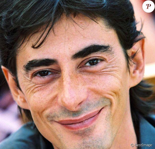 Philippe Vecchi à la conférence de presse de Canal+ en 2001.