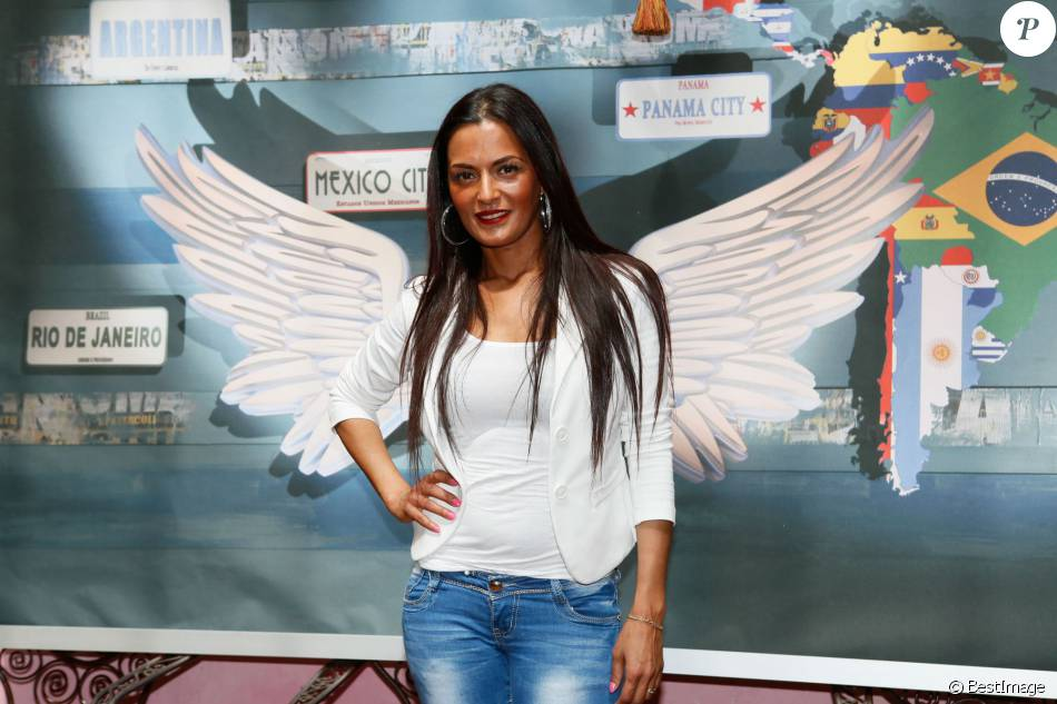 "Maëva ( Le Mag ) au photocall des ""Anges 7"" au Barrio Latino à Paris, le 26 mai 2015."