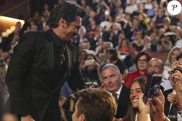 """James Franco et sa petite amie Isabel Pakzad à la 65e édition du Festival international du film de Saint-Sébastien, le 30 septembre 2017. L'acteur avait reçu la Coquille d'or pour sa performance dans le film """"The Disaster Artist""""."""