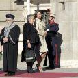 Le roi Felipe VI et la reine Letizia d'Espagne ont accueilli le président israélien Reuven Rivlin et sa femme Nechama Rivlin au palais royal à Madrid le 6 novembre 2017, où étaient organisées les cérémonies de bienvenue.