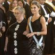 Le roi Felipe VI et la reine Letizia d'Espagne, qui accompagne ici la première dame israélienne équipée de son dispositif d'oxygène portable, donnaient le 6 novembre 2017 au palais royal à Madrid un dîner de gala en l'honneur du président de l'Etat d'Israël Reuven Rivlin et sa femme Nechama Rivlin, en visite officielle pour fêter 30 ans de relations diplomatiques.