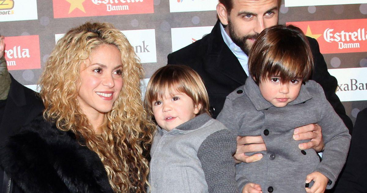 Shakira son compagnon gerard piqu et ses fils milan et for Prix compagnon