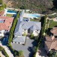 """""""La maison de Kim Kardashian et Kanye West située à Bel Air et achetée en 2013 pour 9 millions de dollars. Le couple a entrepris de nombreux travaux pour rénover cette demeure composée de cinq chambres et sept salles de bain. Selon TMZ, Kimye vient de s'offrir une jolie plus-value en vendant la propriété pour 17,8 millions de dollars."""""""