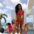 Photo de Jade Lagardère et ses trois enfants à Miami. Avril 2017.