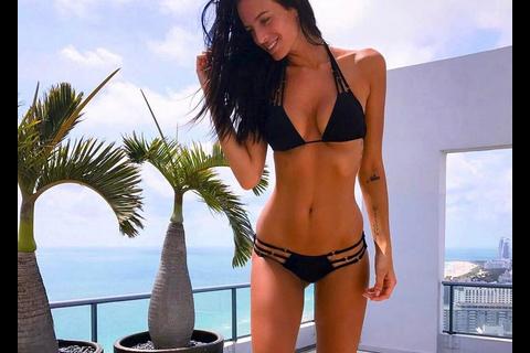 Jade Lagardère : Topless à la plage, la bombe embrase les réseaux sociaux