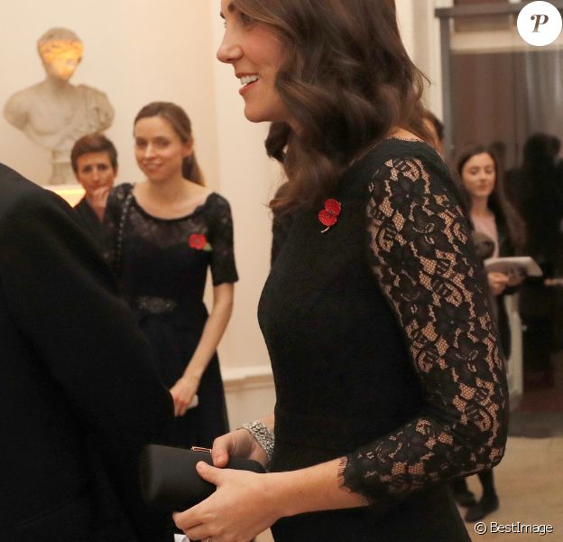 "Kate Middleton, duchesse de Cambridge, enceinte, au dîner de gala de l'association ""Anna Freud National Centre for Children and Families"" (AFNCCF) au palais de Kensington à Londres, le 7 novembre 2017."