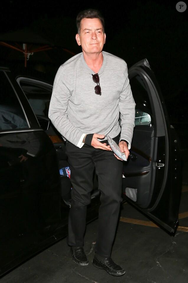 Charlie Sheen lors d'une sortie au restaurant à Los Angeles le 27 août 2016.