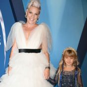 Pink : Tapis rouge craquant avec son adorable Willow aux CMA Awards 2017