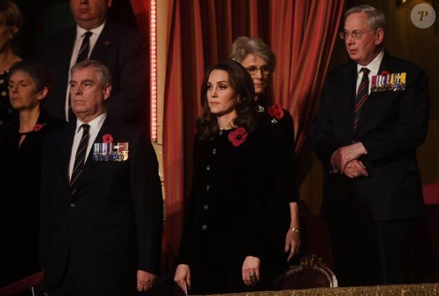 La barbe du prince Harry provoque la colère des militaires — Polémique