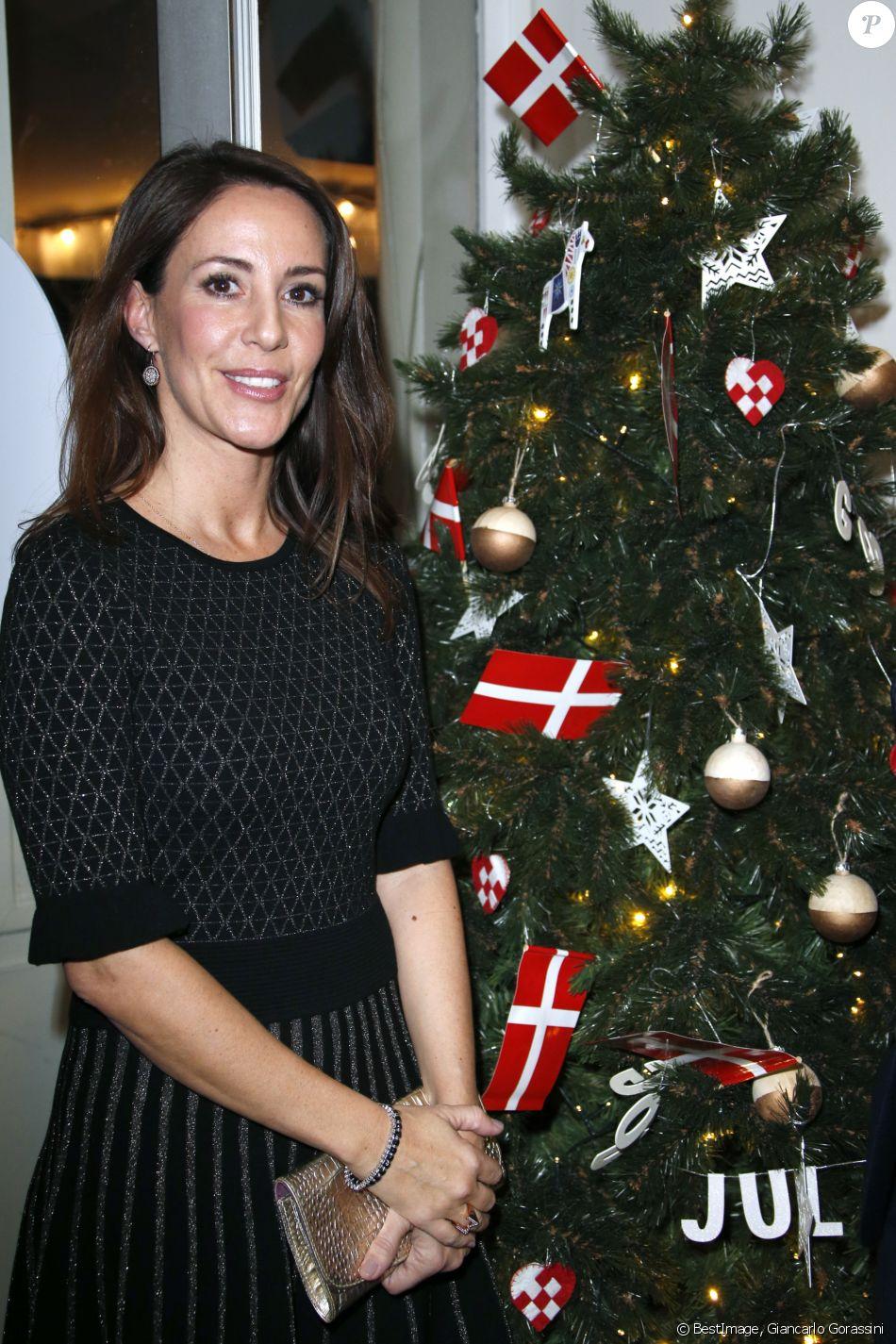 la princesse marie de danemark lors de l 39 inauguration de god jul joyeux no l danois au bhv. Black Bedroom Furniture Sets. Home Design Ideas