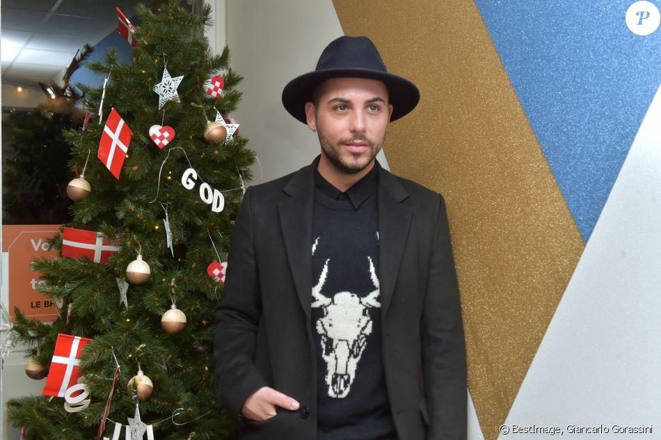 alban bartoli lors de l 39 inauguration de god jul joyeux no l danois au bhv marais le 15. Black Bedroom Furniture Sets. Home Design Ideas