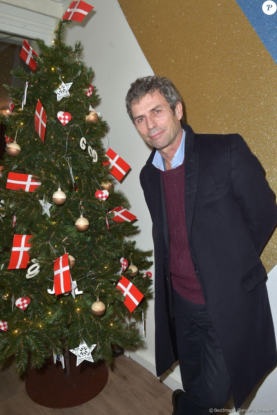 fr d ric tadde lors de l 39 inauguration de god jul joyeux no l danois au bhv marais le 15. Black Bedroom Furniture Sets. Home Design Ideas