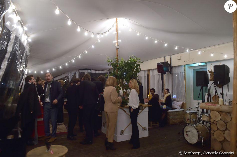 ambiance au perchoir lors de l 39 inauguration de god jul joyeux no l danois au bhv marais le 15. Black Bedroom Furniture Sets. Home Design Ideas