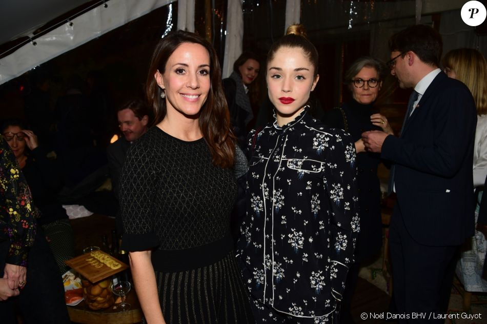 sar la princesse marie de danemark avec l 39 actrice alice isaaz lors du lancement du no l danois. Black Bedroom Furniture Sets. Home Design Ideas