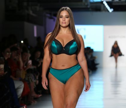 Ashley Graham : Absente du défilé Victoria's Secret, à cause de son physique ?