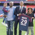 Kylian Mbappé et sa famille lors de sa présentation officielle au PSG (Paris-Saint-Germain) au Parc des Princes à Paris, le 6 septembre 2017. © Pierre Perusseau/Bestimage