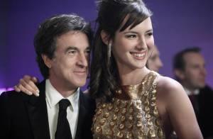 François Cluzet plonge Louise Bourgoin... dans une situation très embarrassante !