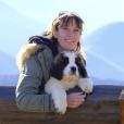 """Carole, 48 ans, est éleveuse de chiens saint-bernard en région PACA et a 6 enfants. Emission """"L'amour est dans le pré 2017"""" sur M6."""