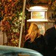 """Exclusif - Pamela Anderson, qui vit maintenant à Marseille avec son compagnon Adil Rami, se rend au restaurant """"La Villa"""" après la rencontre OM PSG à Marseille, le 22 octobre 2017."""