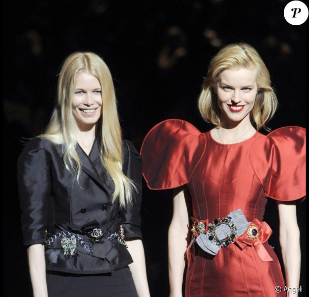 Claudia Schiffer et Eva Herzigova au défilé prêt-à-porter Dolce&Gabbana à Milan, le 2 mars 2009