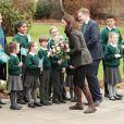 Kate Middleton, enceinte, en visite à l'école Robin Hood à Londres le 29 novembre 2017 pour les dix ans de la campagne de la Royal Horticultural Society en faveur du jardinage.