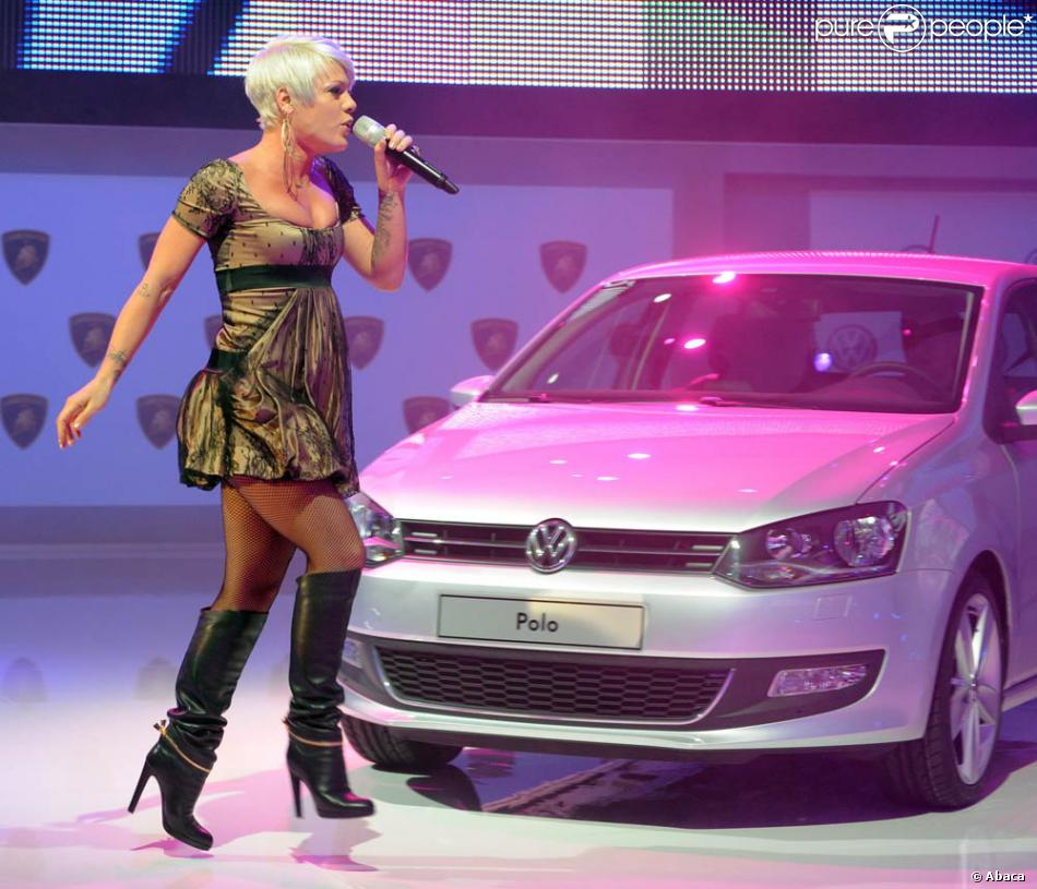 Pink chante au salon de l 39 automobile de gen ve le 2 mars for Salon geneve auto