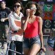 """""""Exclusif - Alicia Ayles (Miss France 2017) - Les 30 prétendantes au titre de Miss France 2018 font du roller et du vélo dans le quartier de Venice à Los Angeles, Californie, Etats-Unis, le 28 novembre 2017."""""""