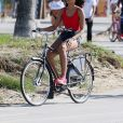 Exclusif - Alicia Ayles (Miss France 2017) - Les 30 prétendantes au titre de Miss France 2018 font du roller et du vélo dans le quartier de Venice à Los Angeles, Californie, Etats-Unis, le 28 novembre 2017.