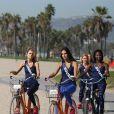 Exclusif - Alizée Rieu (Miss Languedoc-Roussillon 2017), Mélanie Soares (Miss Bourgogne 2017), Ruth Brique (Miss Guyane 2017) - Les 30 prétendantes au titre de Miss France 2018 font du roller et du vélo dans le quartier de Venice à Los Angeles, Californie, Etats-Unis, le 28 novembre 2017.