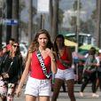 Exclusif - Anaïs Berthomier (Miss Limousin 2017) - Les 30 prétendantes au titre de Miss France 2018 font du roller et du vélo dans le quartier de Venice à Los Angeles, Californie, Etats-Unis, le 28 novembre 2017.